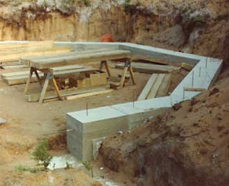 Foundation construction solar underground house earth for Classic underground house tracks